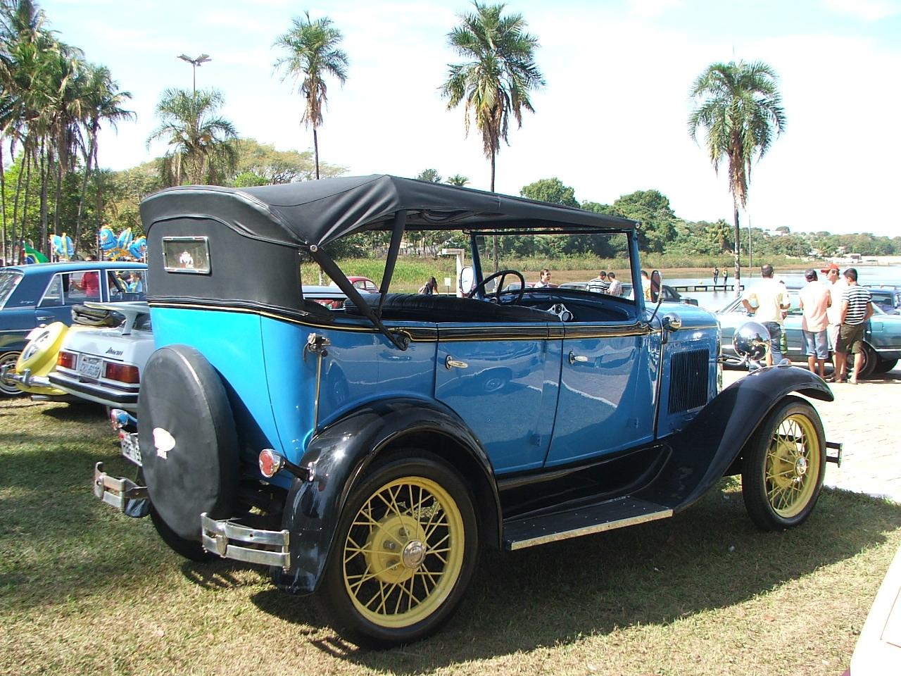 Exposição de Carros antigos - Clube do Antigo Mobilismo de Lagoa da Prata