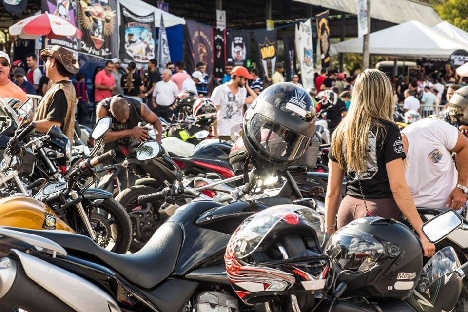 Moto Sunset - Muitas motos e motociclistas.